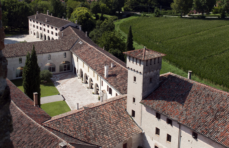 Vista dal Campanile degli antichi resti dell'Abbazia Benedettina di Santa Maria di Pero - Ninni Riva.