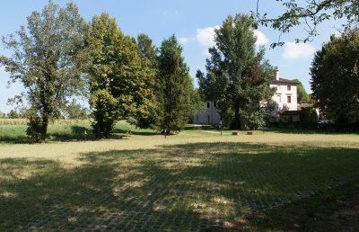 Abbazia di Santa Maria di Pero - Ninni Riva. Parcheggio nord (n. 70 posti auto).