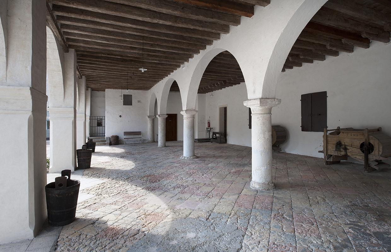 Portico dell'Abate (n° 120 p.). Abbazia di Santa Maria di Pero - Ninni Riva.