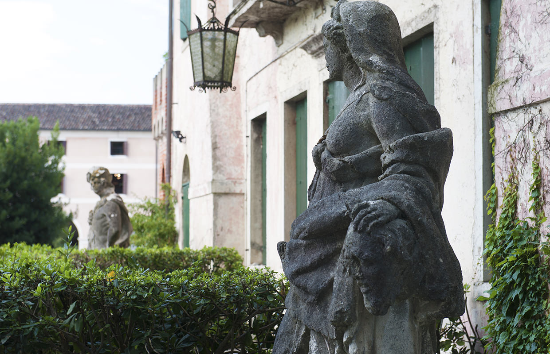 Particolare scorcio dei giardini dell'Abbazia di Santa Maria di Pero - Ninni Riva.
