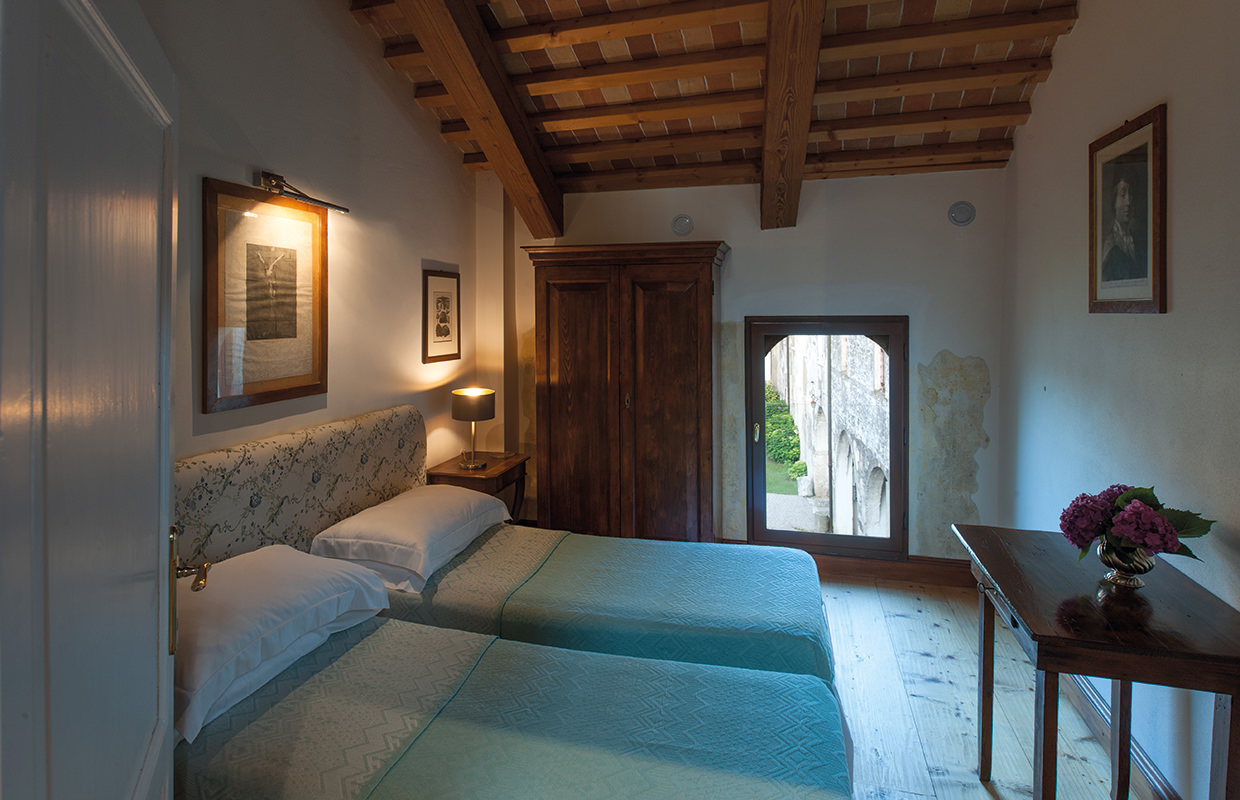 "Apartment ""la Foresteria"" with living room, double bedroom and bathroom, Abbey of Santa Maria di Pero-Ninni Riva"