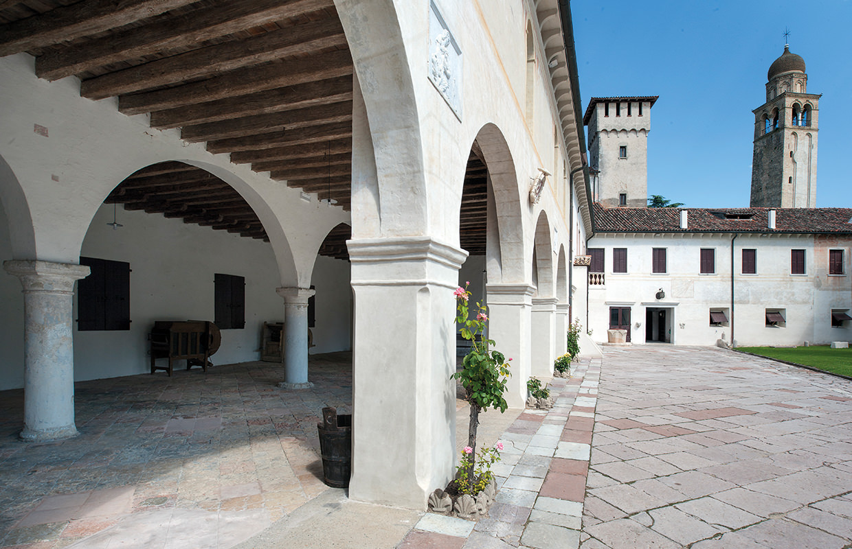 The Cloister of the Meridiana and the Portico dell'Abate in Abbazia di Santa Maria di Pero - Events Center