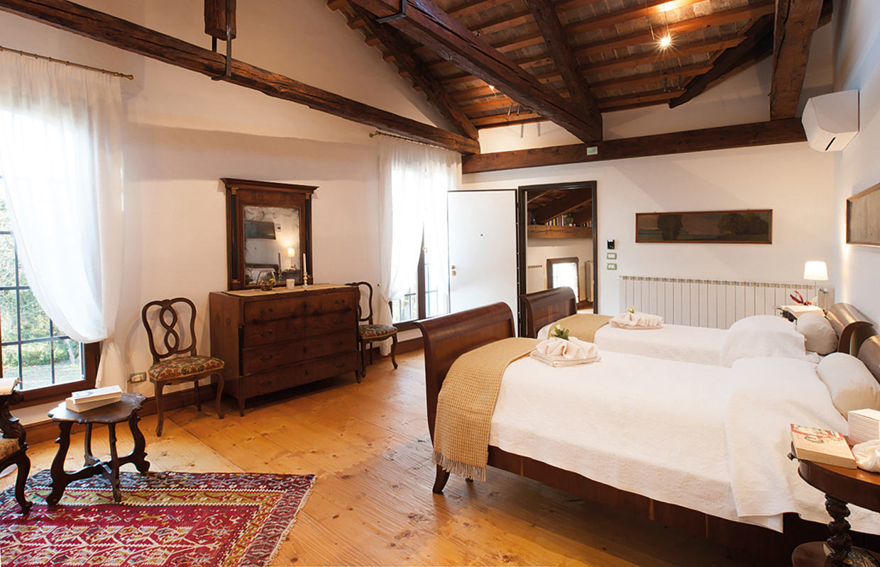 """Room of the """"Giardino"""" (double with services)."""